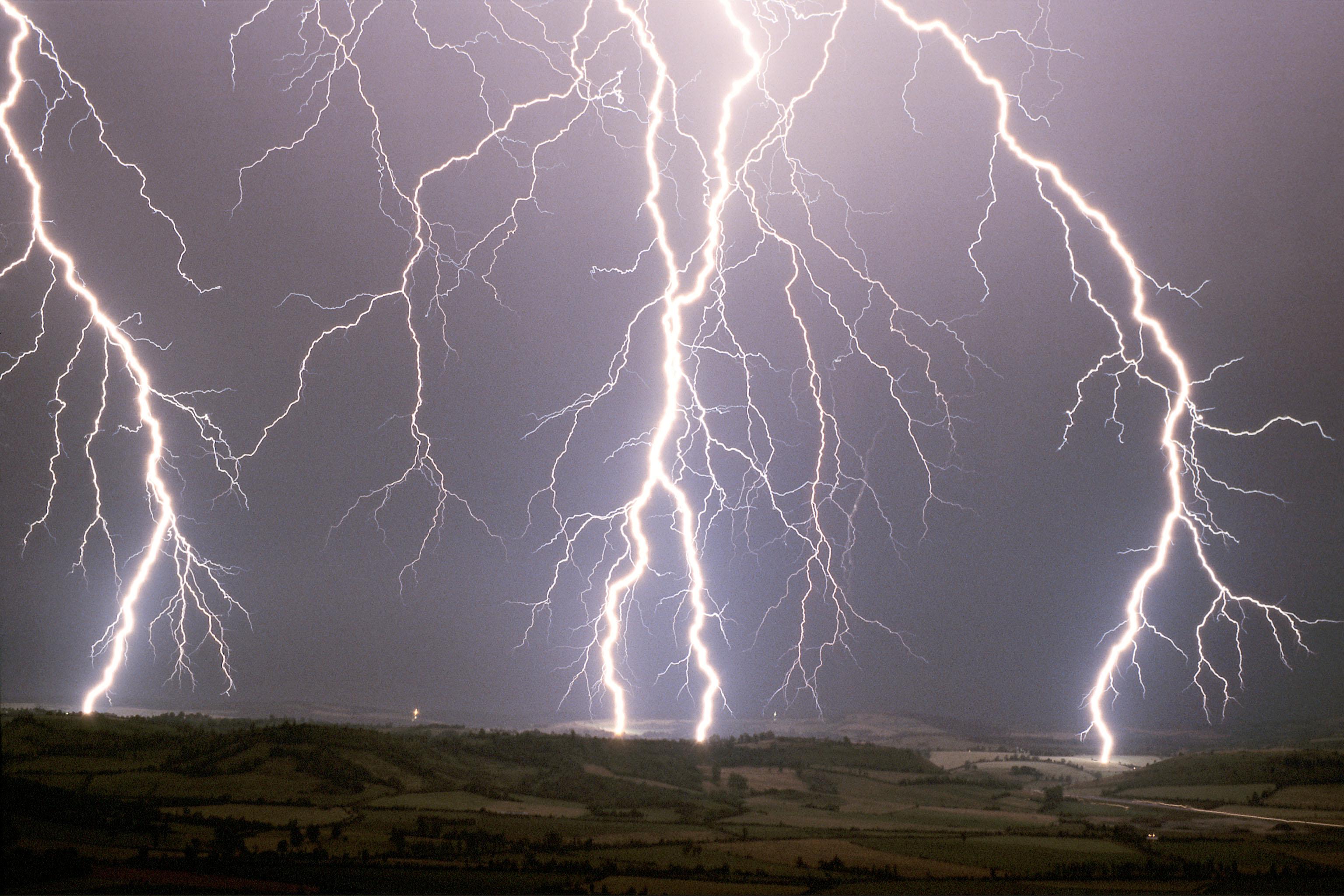 Alex Hermant Storm Chaser For Years FOUDRE - Storm chaser gets struck lightning films